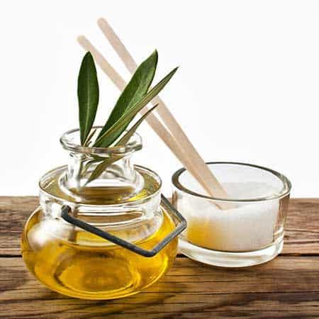 خلطة-السكر-وزيت-الزيتون-لتبيض-الركبة-والكوع