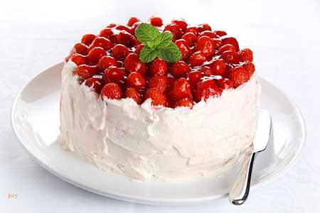 طريقة عمل تورتة عيد الحب بالفراولة- حلويات
