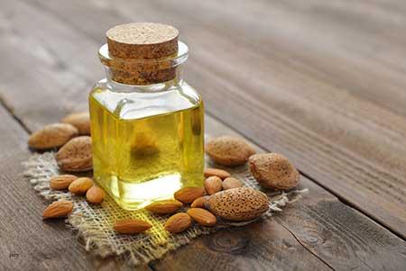 وصفة-زيت-اللوز-والعسل-لتطويل-الرموش